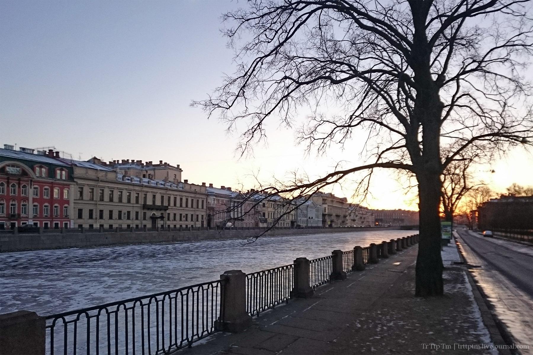 1. Утренние улицы новогоднего Петербурга.