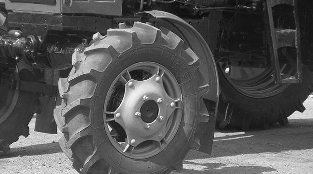Ребенок погиб под колесами трактора в Брестской области
