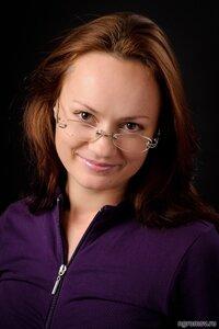 Девушка в очках (очки, русая)