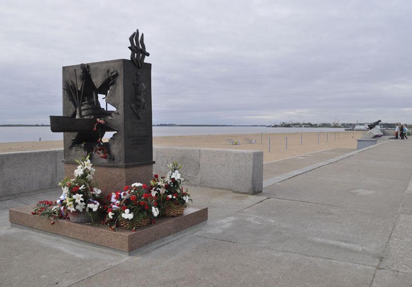 Памятник конвоям 3 850.jpg