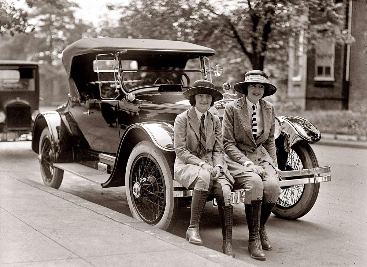 Автомобили и девушки начала 20-го века на снимках американских фотографов (26)