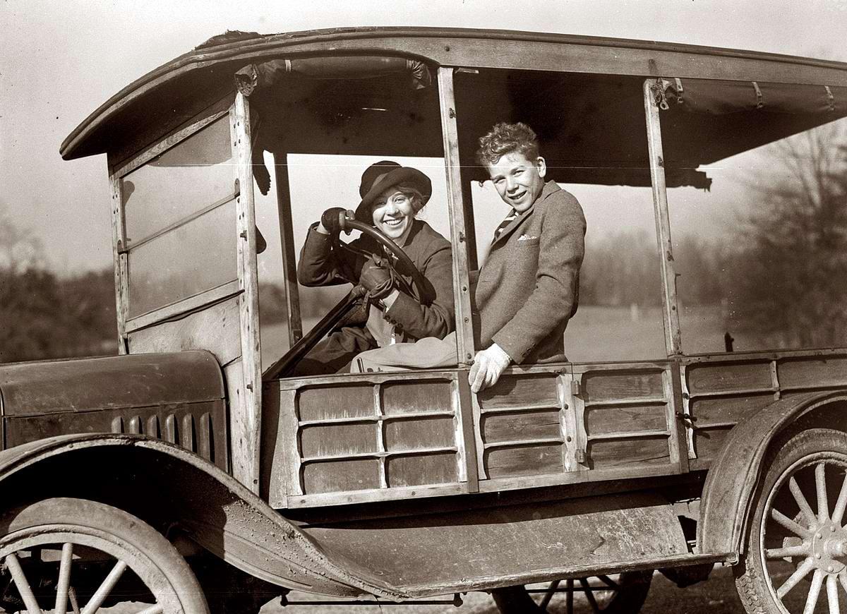 Автомобили и девушки начала 20-го века на снимках американских фотографов (33)