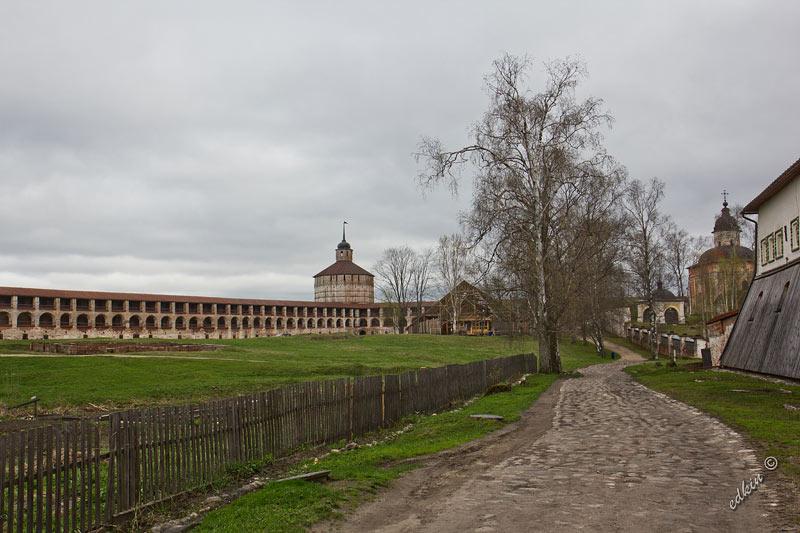 Территория Кирилло-Белозерского монастыря