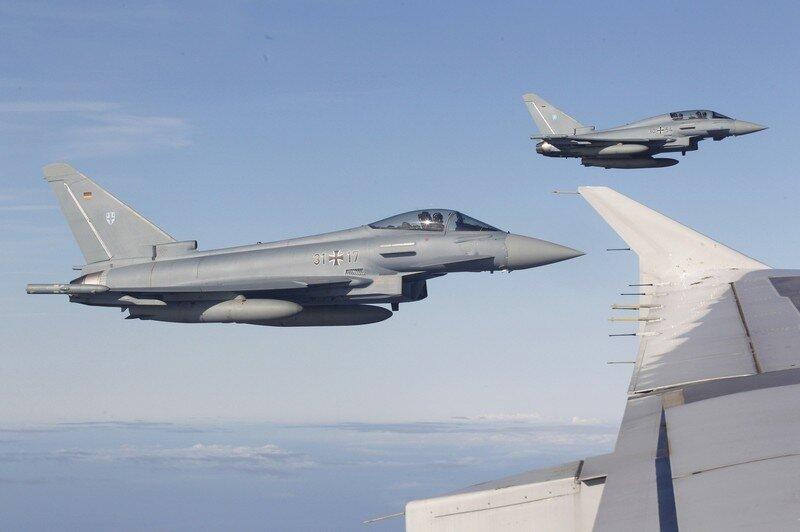 Оффтоп из Европы German Air Force fighters escort the plane carrying Pope Benedict XVI enroute to Tegel International airport in Berlin