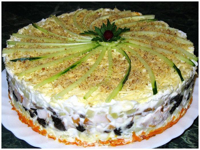 праздничный слоенный салат
