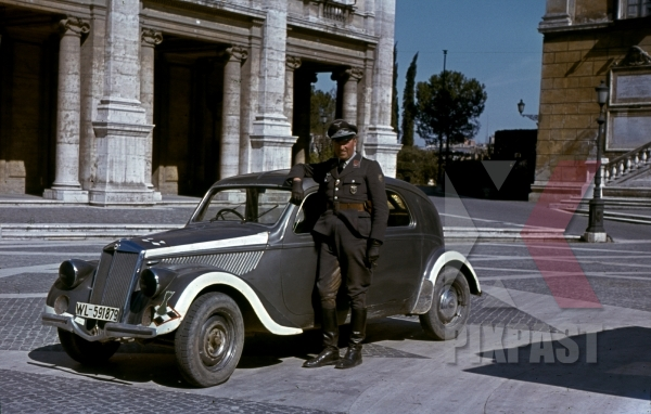 stock-photo-luftwaffe-flak-officer-of-the-leichte-flak-abteilung-99-mot-in-rome-italy-1944-with-staff-car-12878.jpg