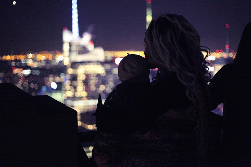 Беременная блондинка со спины 42