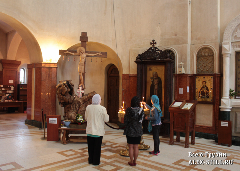 Внутри храма Цминда Самеба