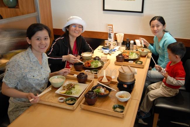© shashinki  Прием пищи для японцев также напоминает ритуальные действия: все происходит медле