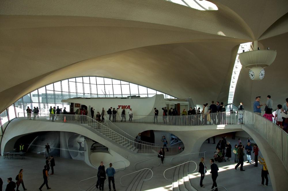 © Image by Seamus Murray used under CC BY  Этот аэропорт представляет собой абстрактный символ