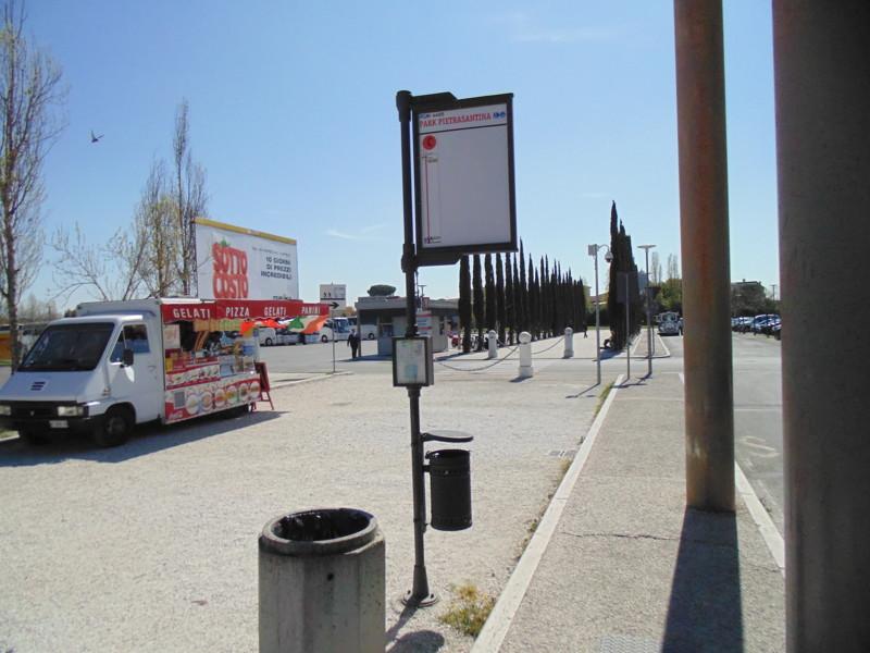 Автовокзал в Пизе нашли без проблем. Но вот дальше начались проблемы, где останавливается наш автобу