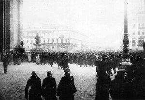 Митинг студентов у Казанского собора.