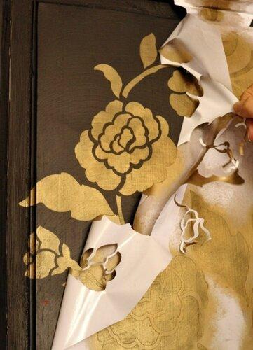 Ручная роспись золотым акрилом