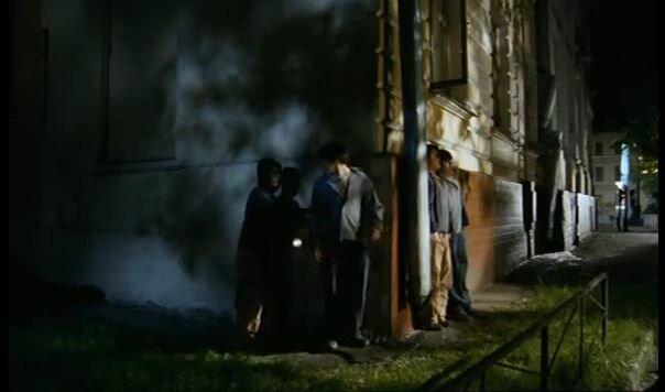 """Хитровка в кадрах из фильма """"Азирис Нуна"""". 2006 год. Стас и Костя встретили своих двойников у дома Телешова."""
