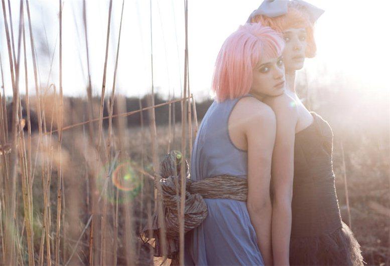 модель Джиджи и Ирена / Gigi and Irena, фотограф Lara Jade