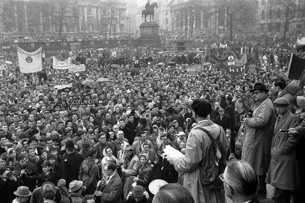 Митинг протеста на Трафальгарской площади Лондона на 3 апреля 1961 года,за ядерное разоружение