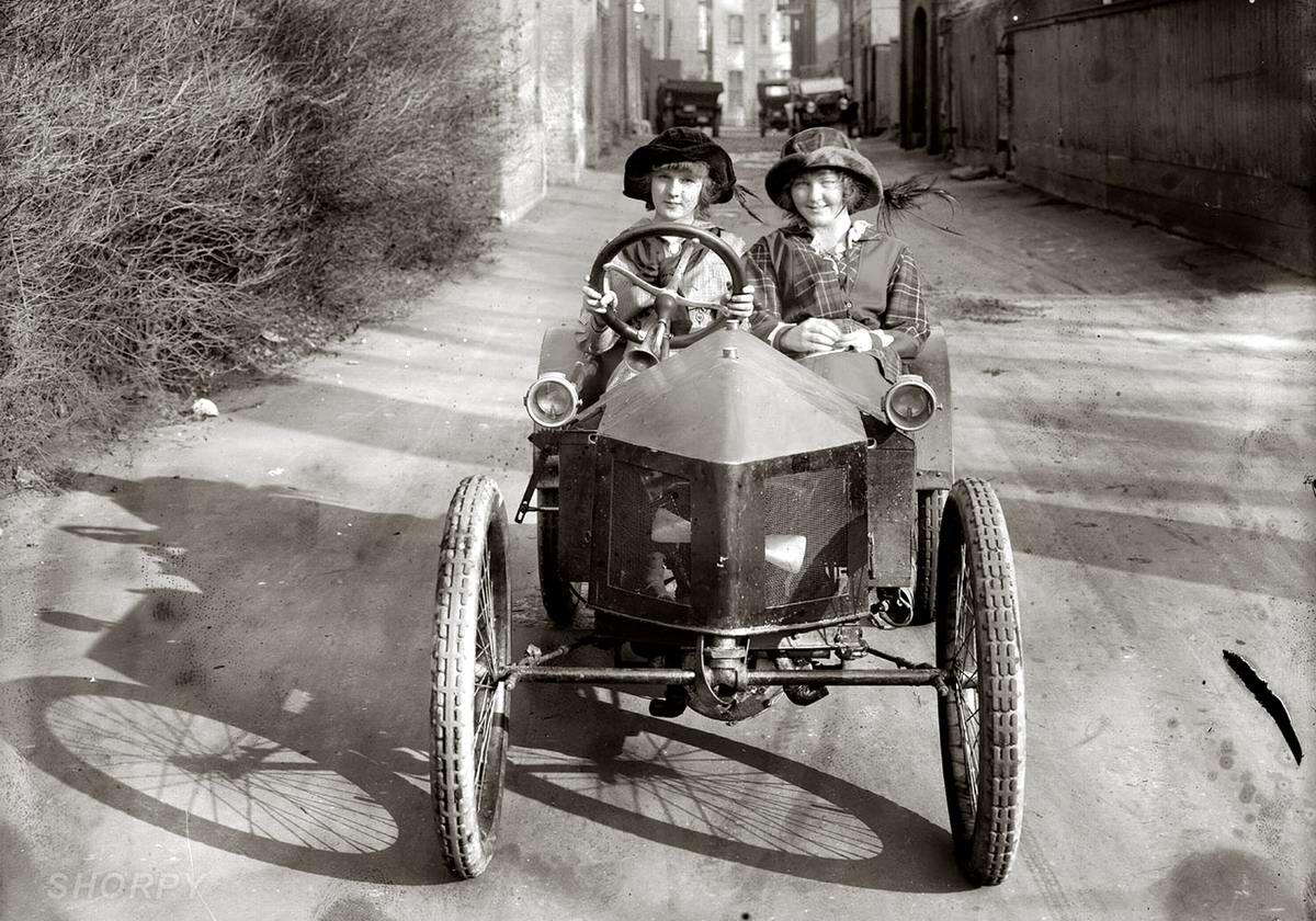 Автомобили и девушки начала 20-го века на снимках американских фотографов (6)