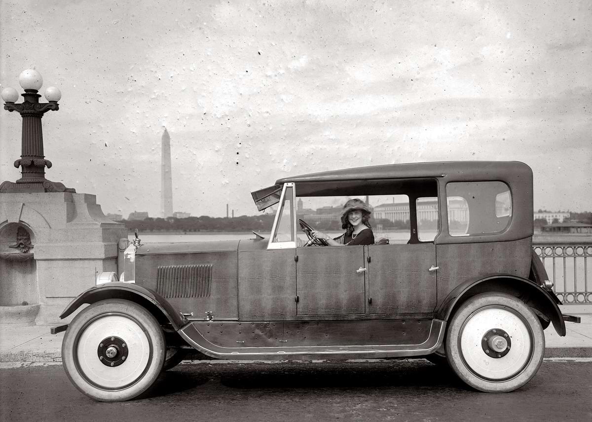 Автомобили и девушки начала 20-го века на снимках американских фотографов (19)