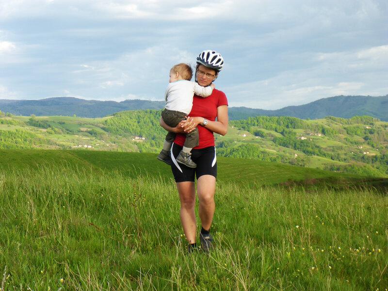 мама и ребенок в велопоходе