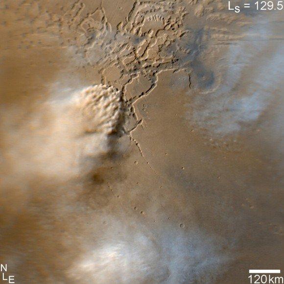 Фотография пыльной бури, сделанной камерой HiRISE на борту MRO