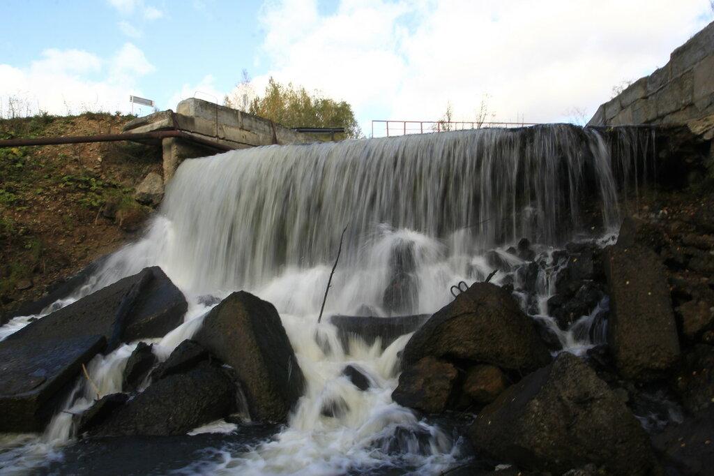 Искусственный водопад на реке Азямке