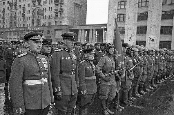 Евгений Умнов. Парад Победы. Москва, июнь 1945 года.jpg