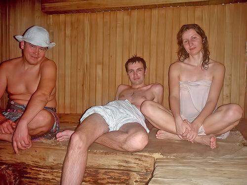 мамка на отдыхе расслабилась с мужиками решить