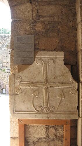Символы в каждой детали… Крест- якорь. Святитель Николай является покровителем мореплавателей, к которому часто обращаются моряки, которым угрожает потопление или кораблекрушение.