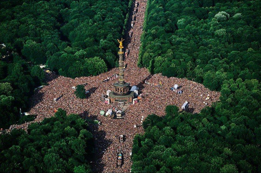 3. Love Parade в парке Большой Тиргартен, расположенный в одноименном районе Берлина.