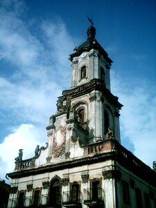 Бучач, ратуша, скульптури по периметру (колись було 12) творіння рук Пінзеля