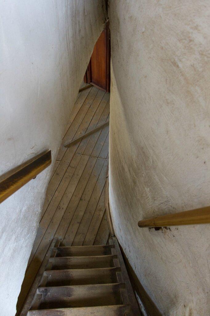 Лестница вниз, Спасо-Преображенский монастырь