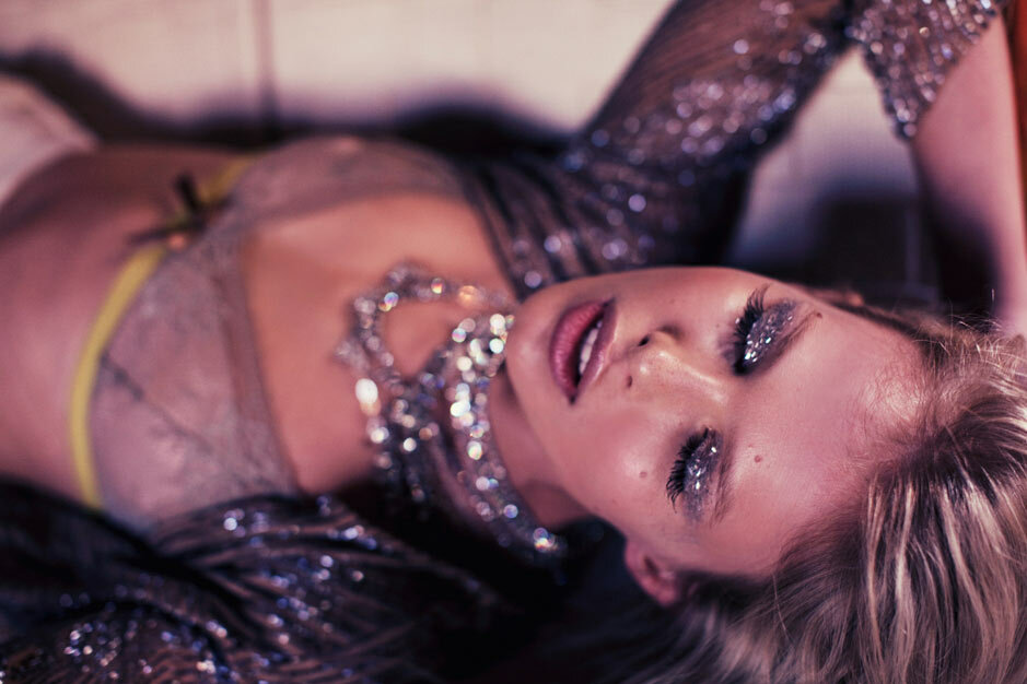 Model: Sydney Roper.Photographer: Zoey Grossman