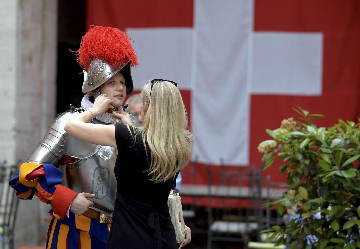 Швейцарская гвардия Ватикана: Новобранцы присягают на верность Папе Римскому (17)