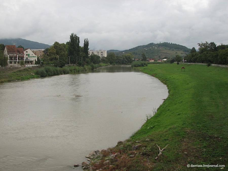 Мукачево: набережная Латорицы в 2011