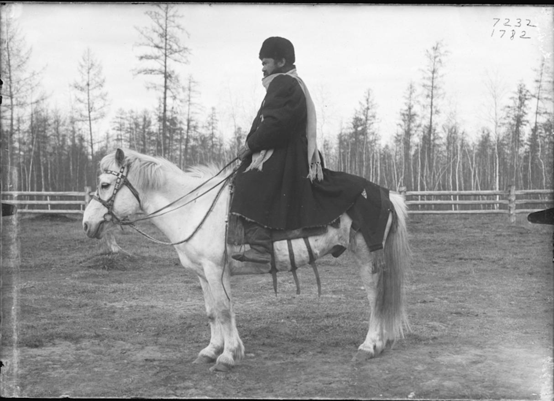 Якутский вождь в зимней одежде. 1902