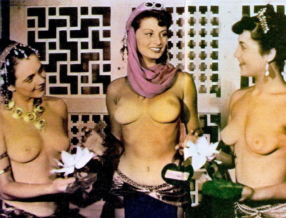 polnie-devushki-foto-erotika
