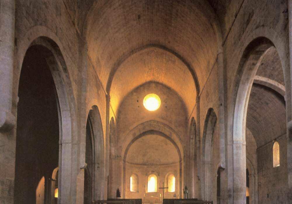 Цистерцианский монастырь Ле-Торонне..jpg
