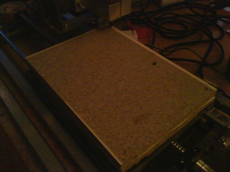 Рраптор выравнивает деревянный столик-03.jpg