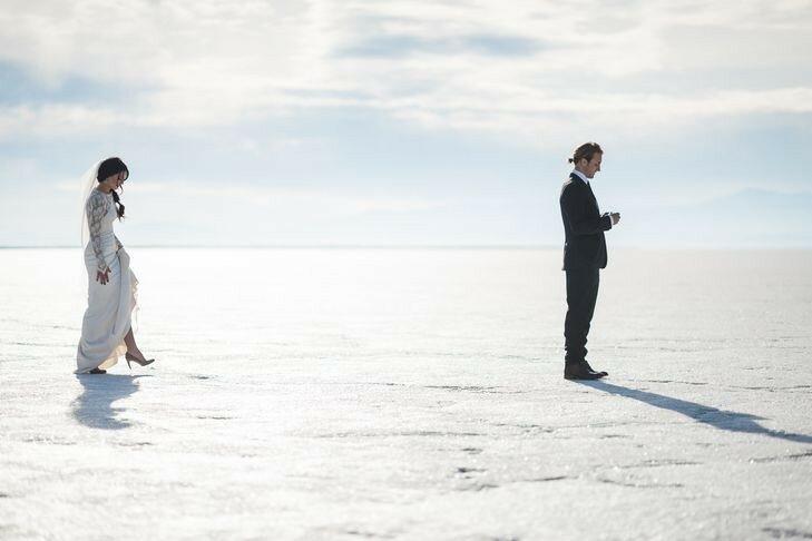 Молодожёны, гуляющие по воде. Красивая свадебная фотосессия 0 1cd5af ac5575e3 XL