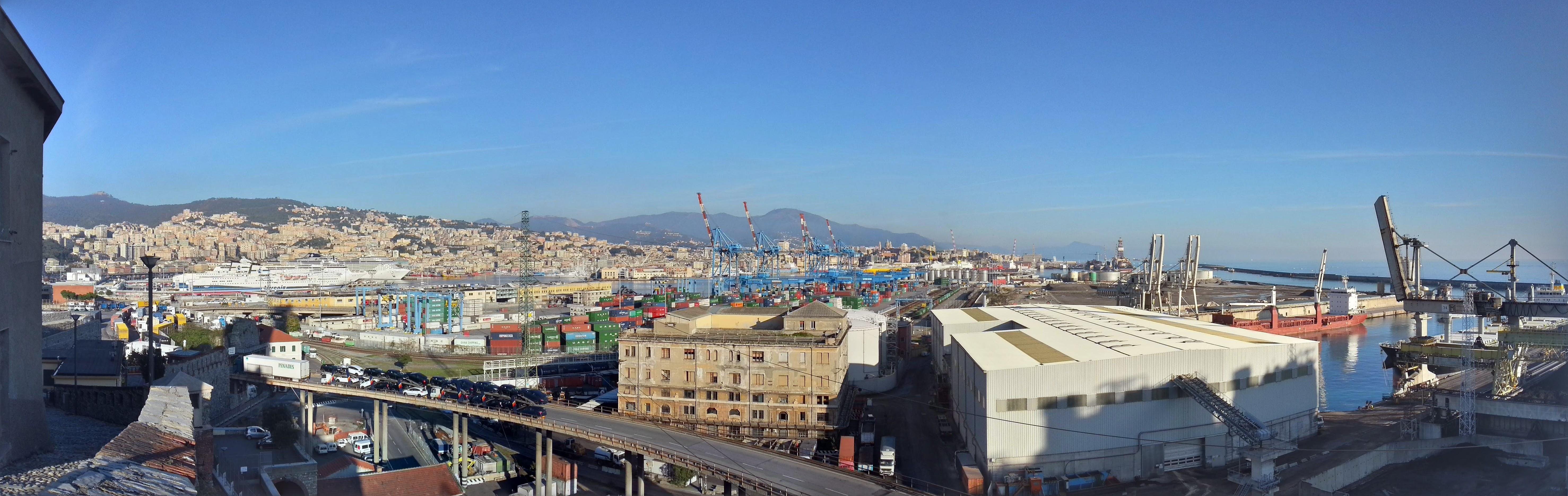 Панорама порта Генуи