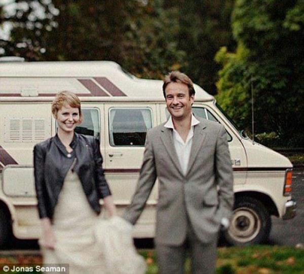 Первая свадьба состоялась в Дидсбери, что в Западном Манчестере