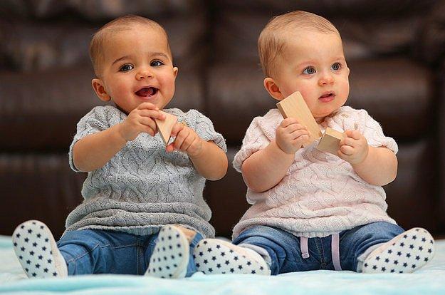 Случаи рождения близнецов с разным цветом кожи крайне редки: есть лишь один шанс из 500, что это слу