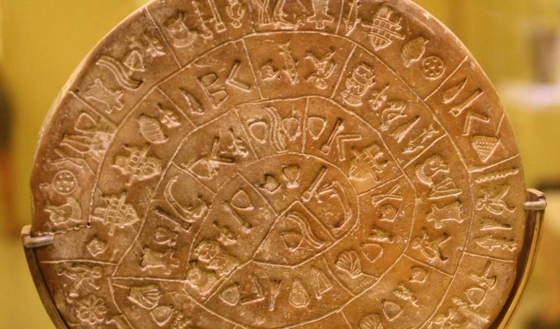 Фестский диск был обнаружен в 1908 году итальянским археологом Пернье. Ученый нашел глиняный диск на