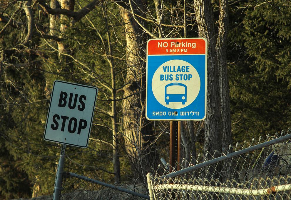 6. А это автобус, который ходит в еврейские районы Нью-Йорка. Маршрут имеет лицензию штата и су