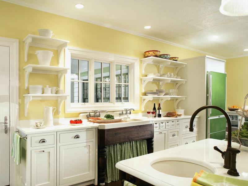 Дизайн кухни в светлых оттенках фото 3