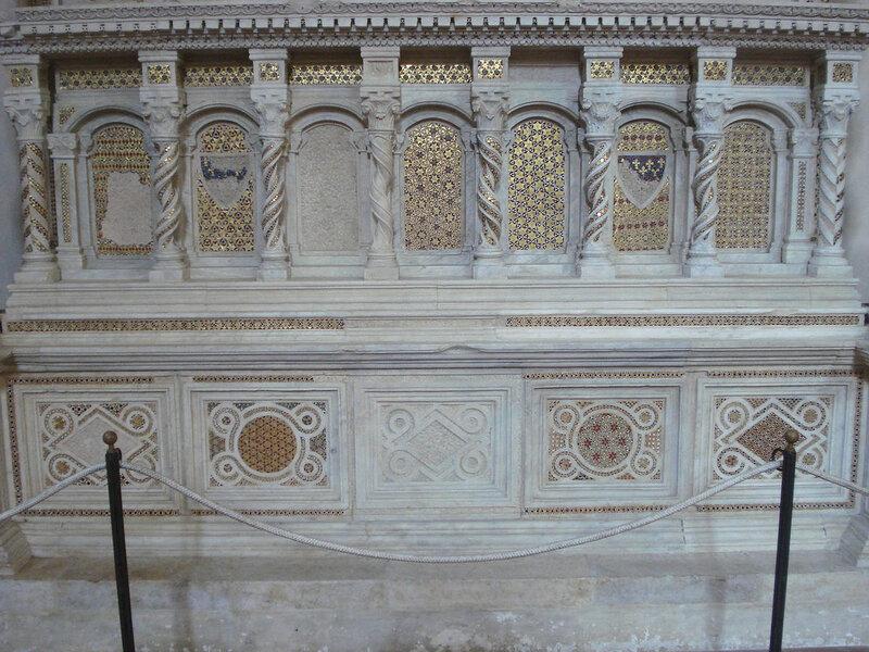019-мавзолей Брея (нижняя часть).jpg