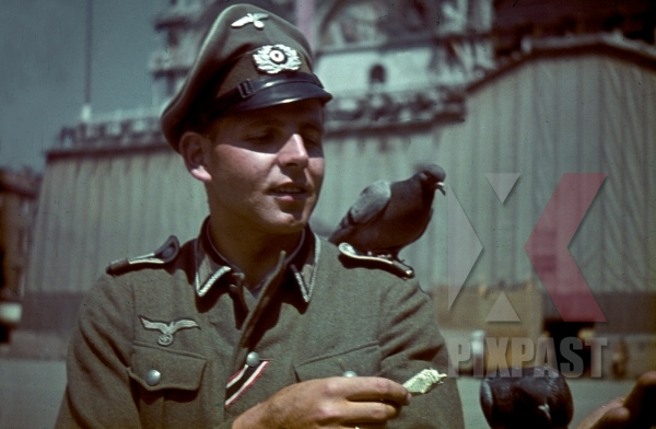 stock-photo-german-army-officer-of-grenadier-ersatz-bataillon-488--lindau--on-leave-in-venice-italy-1943-13105.jpg