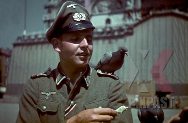 stock-photo-german-army-officer-of-grenadier-ersatz-bataillon-488--lindau--on-leave-in-venice-italy-1943-13105.jpg