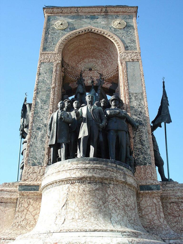Monument_of_the_Republic.jpg