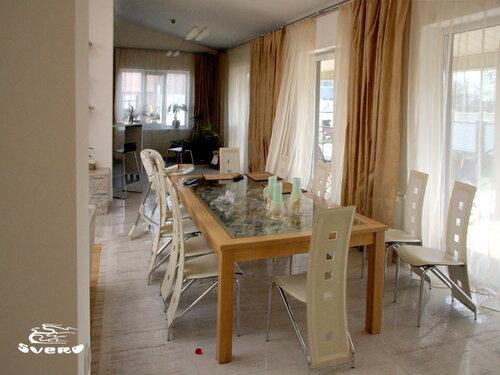 004. столовая, стол из массива бука и стекла